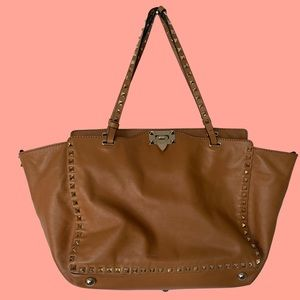 8️⃣5️⃣0️⃣ Valentino rock-stud bag